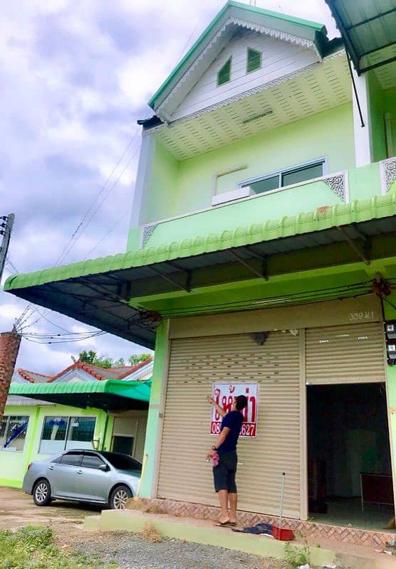 Renting a 2-storey commercial building with 2 air conditioners