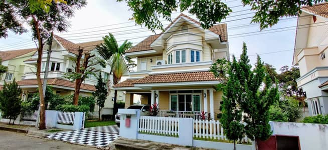 3 Bedroom Home for Sale in Mueang Chiang Mai, Chiangmai - CK0821 A house for sale with 3 bedrooms and 3 bathrooms, 69.9 sq. wa. Takes Only 10-15 minutes to reach the town