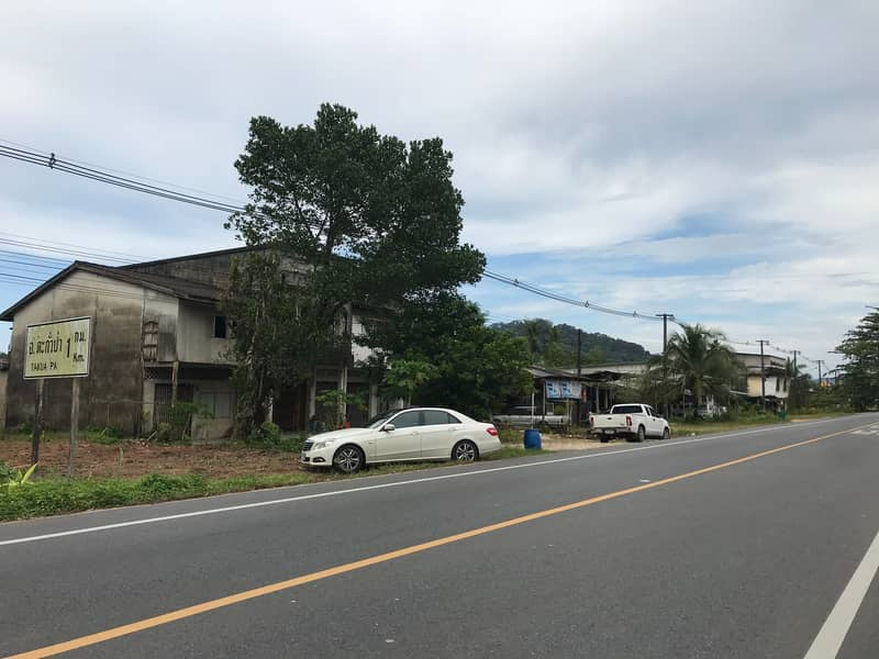 Land for sale on the main road Land located at Baan Bang Sai, Takua Pa District Land for sale Beautiful land, good atmosphere, not busy Land title document