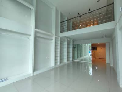 Commercial building for rent The Master Udomsuk, 4 and a half floors, usable area 250 sq m.