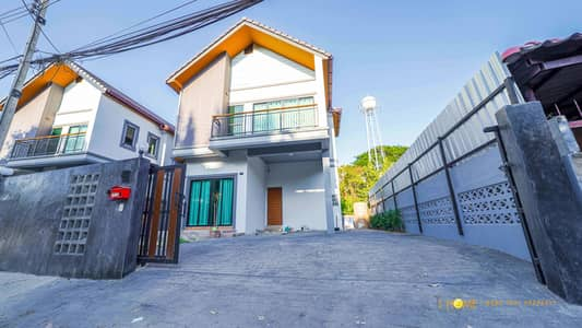 4 Bedroom Home for Sale in Mueang Chiang Mai, Chiangmai - CI0132  A house two-storey for sale with 4 bedrooms,2 toilets and 1 kitchen.