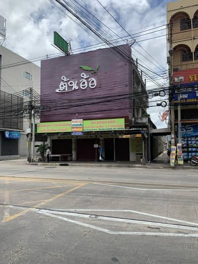 Commercial Building for Sale in Mueang Nonthaburi, Nonthaburi - 3-storey commercial building, 115 sq m. , next to Pracharat Road.
