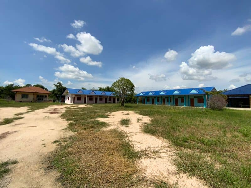 Land for sale, title deed 10 rai Near Wat Tha Sung Next to main road 3221 Wat Sing - Uthai Thani With houses and 11 shophouses Ready to move in