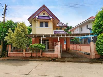 3 Bedroom Home for Sale in Nakhon Chai Si, Nakhonpathom - 2 storey detached house for sale, area 50 sq. wa. , Krisdanakorn Village 26 Soi Chuan Chom 7, behind the corner, next to Main Road. shady, not hot There is a walking area around the house.