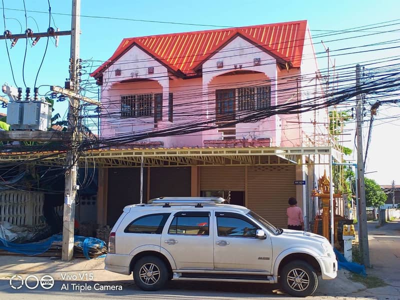 Commercial building in Pak Thong Chai district for rent very cheap.