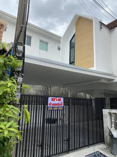 3 Bedroom Townhouse for Sale in Lat Phrao, Bangkok - Townhouse for sale 26 sq m. Modern style Chokchai 4.