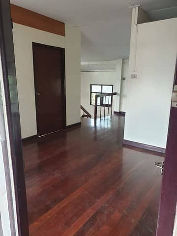 3 Bedroom Home for Rent in Suan Luang, Bangkok - 2 storey detached house for rent, area 200 sq m. , Rama 9 area, near The Nine Rama IX. Suitable for making a restaurant, office ***need to renovate***