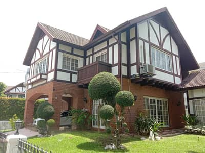 4 Bedroom Home for Sale in Watthana, Bangkok - Quick sale! Single House, Sukhumvit Garden City Village English Tudor style house with classic Chinese style padauk furniture with pearl inlaid