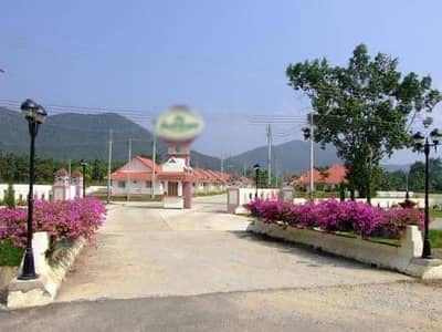 Land for Sale in Mueang Lamphun, Lamphun - Quick sale! Housing project in front of the water, behind the hill