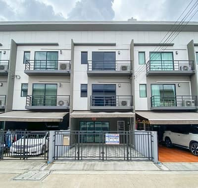3 Bedroom Townhouse for Sale in Mueang Nonthaburi, Nonthaburi - Townhome, Baan Klang Muang University Ratchaphruek-Rama 5 Close to trains and expressways