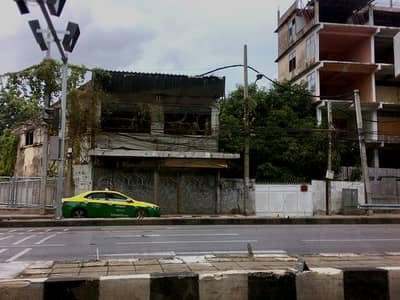 Land for Sale in Bang Phlat, Bangkok - Land for sale, next to Charansanitwong Road, 398 sq m. , near MRT Sirindhorn, only 200 meters, suitable for a condo.