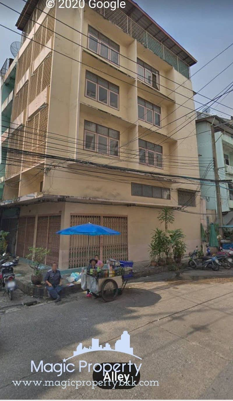 Commercial building for rent, 5 and half floors, 825 square meters, Khlong Toei District, next to Kasemrad Road, BTS Phrom Phong and MRT Queen Sirikit Convention Center.