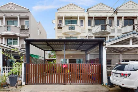 3 Bedroom Townhouse for Sale in Lat Phrao, Bangkok - 3-storey townhome for sale in the heart of the city, Chokchai 4, Nak Niwat.