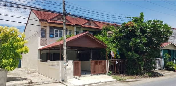 3 Bedroom Townhouse for Sale in Mueang Nakhon Pathom, Nakhonpathom - Petch Khan Lam Village, 2-storey townhouse, good location, can be traded, free transfer