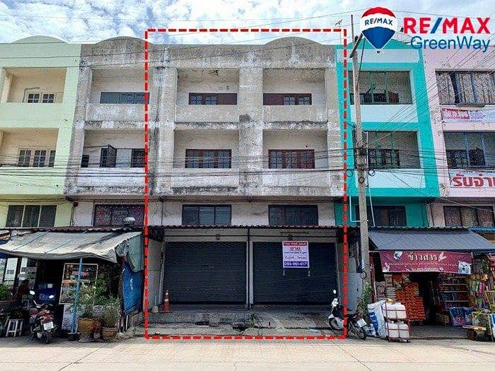 Selling commercial buildings, 2 booths, Baan Suan, No. 5, Samut Sakhon Economic Road, suitable for trading in dormitory