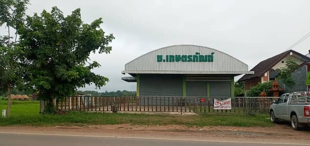 Commercial Space for Sale in Lom Sak, Phetchabun - Land and warehouse for sale, located in Leng Thong, next to Lom Sak Road. On an area of 2 rai 53 square wa, 2 warehouses