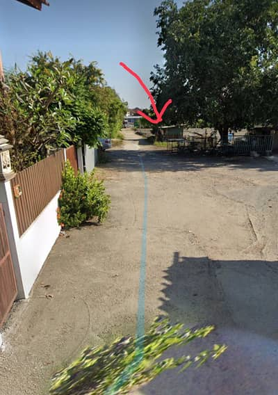 Land for Sale in Min Buri, Bangkok - Land for sale 200 sq m. Filled and ready to build a house with walls on 2 sides, Soi Ramkhamhaeng 164 in front of Perfect Place Village. There is an orange line train through the front of the alley that is beautiful, good location, cheap price.