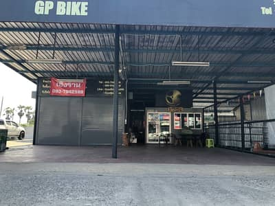 Commercial Space for Sale in Mueang Pathum Thani, Pathumthani - Selling a shop on the road 20x30 meters, suitable for car care.