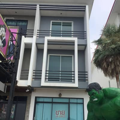 Commercial Building for Sale in Bang Lamung, Chonburi - Selling cheap, commercial building, 1 booth, 3 floors, by the railroad before reaching Huai Yai. Very good location. Yes, business and residential. If interested, contact 0892229225