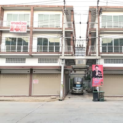 Commercial Building for Sale in Saphan Sung, Bangkok - Call 0659124643, got a new commercial building for quick sale, a lot of price reduction.
