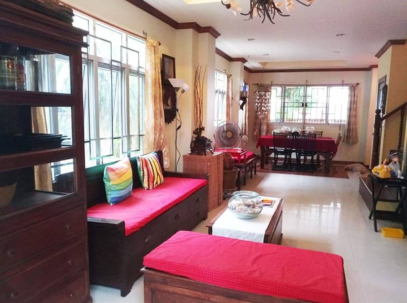 Twin house for sale (one house) in the heart of Patong, Phuket, only 15-20 minutes walk from the house to the beach, near Simon Cabaret.