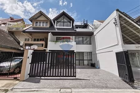 3 Bedroom Townhouse for Sale in Watthana, Bangkok - House For Sale - 920151011-258