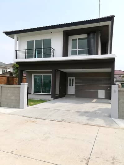 4 Bedroom Home for Rent in Lam Luk Ka, Pathumthani - For rent, 2 storey detached house, Casa Ville Ramintra-Hathairat village, 4 bedrooms, 3 bathrooms, can travel in and out of the village via Hatairat road. and Wat Chaeng Lam Hin Lam Luk Ka Road