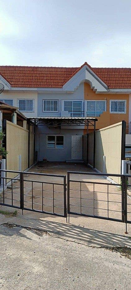 Townhouse for rent, Sirarom, 2 bedrooms, 2 bathrooms, parking for 2 cars, along Bangna-Trad Road Km 43 (Bang Wua), away from Bangna Road, within 150 meters.