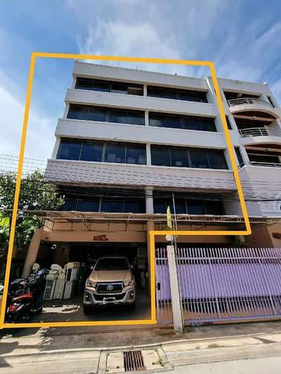Office for Rent in Huai Khwang, Bangkok - 5 storey office for rent with warehouses, Lat Phrao, near Ratchada-Ladprao intersection, near Ratchadaphisek MRT station