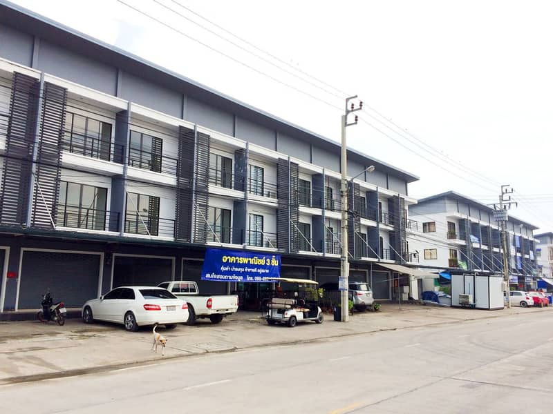 3-storey commercial building for rent