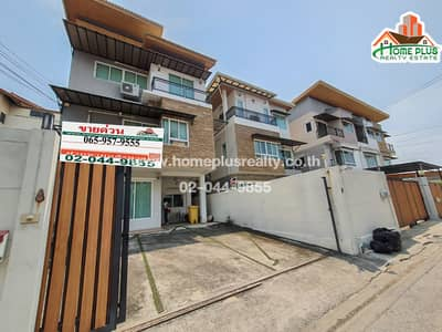 5 Bedroom Home for Sale in Lat Phrao, Bangkok - 3 storey detached house, Soi Ladprao 110