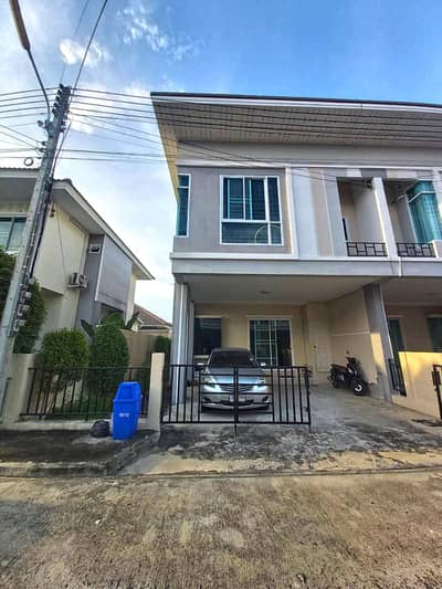 3 Bedroom Townhouse for Sale in San Kamphaeng, Chiangmai - CM0458 Townhome for sale. Takes Only 10-15 minutes to reach the town.  3 bedrooms and 3 bathrooms, 29.7 sq. wa.