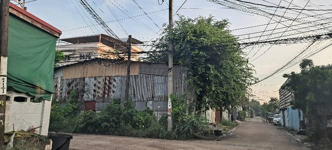 Factory for Rent in Chom Thong, Bangkok - Warehouse for rent with roof, fence, filled, width 12 meters, length 22 meters, 800 meters into the alley