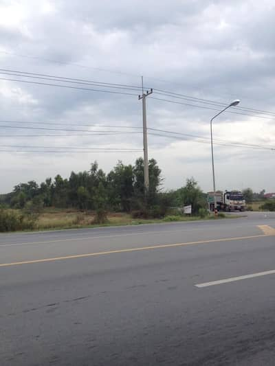 Land for Sale in Bang Len, Nakhonpathom - Land for sale 44 rai in Nakhon Pathom, next to the main road, 346, behind the canal, very beautiful.