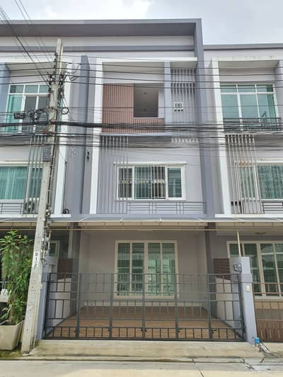 3 Bedroom Townhouse for Sale in Mueang Nonthaburi, Nonthaburi - Townhome in the city, The Exclusive Tiwanon 38, get the Pink Line train at Sanambin Nam Station, inexpensive
