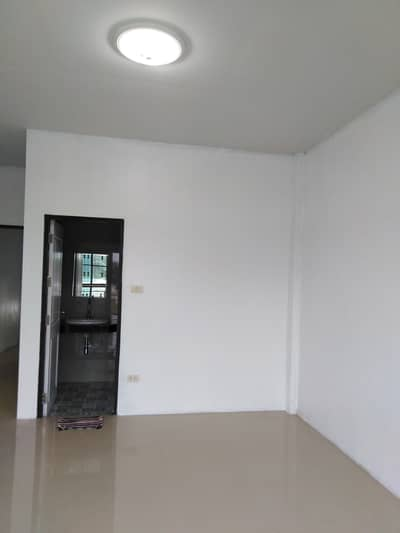 Commercial Building for Rent in Khan Na Yao, Bangkok - 2 storey commercial building for rent near Amata Nakorn Industrial Estate, Na Pa Subdistrict, Mueang District, Chonburi Province
