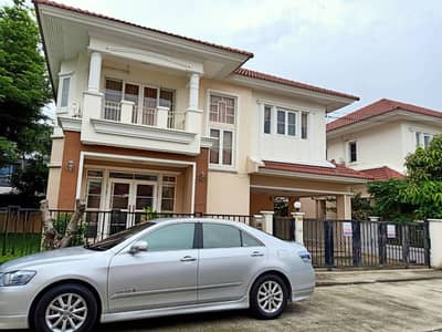 3 Bedroom Home for Rent in Phra Khanong, Bangkok - 2-storey house for rent, area of 80 square meters, 3 bedrooms, 3 bathrooms, 4 air conditioners, fully furnished, Pattanakarn Road.