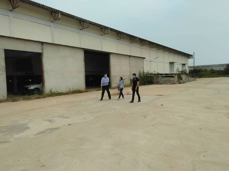 Warehouse for rent HR17 divided for rent as needed.