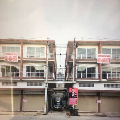 Commercial Building for Sale in Thung Khru, Bangkok - The new commercial building is sold at a huge discount. Call 0659124643.