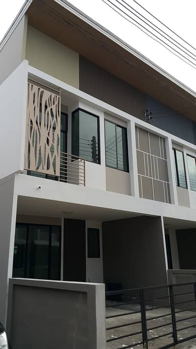 4 Bedroom Townhouse for Rent in Si Racha, Chonburi - Rental Town home The trust town Borwin 4 beds 3 toilets 2 parkings.