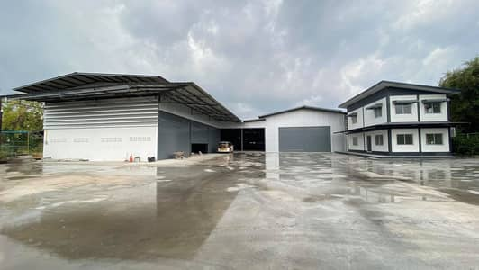 Warehouse for rent with 2-storey office, total area of 700 sq m. , Motorway7 road, Sriracha, Bueng Subdistrict, Pink area