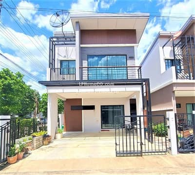 3 Bedroom Townhouse for Sale in Lam Luk Ka, Pathumthani - House for sale, corner plot, lots of usable space, 2 floors, 33 sq. wa. , add on, ready to move in, The Plant Wongwaen - Lam Luk Ka, Klong 5, Good location, near by BTS Light Green line, Convenient to travel
