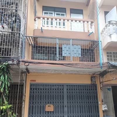 4 Bedroom Apartment for Sale in Chom Thong, Bangkok - Row house for rent ready to move in Make a warehouse for storage, area 384 sq. m. or residential (unfurnished), convenient to travel near markets, department stores, expressways