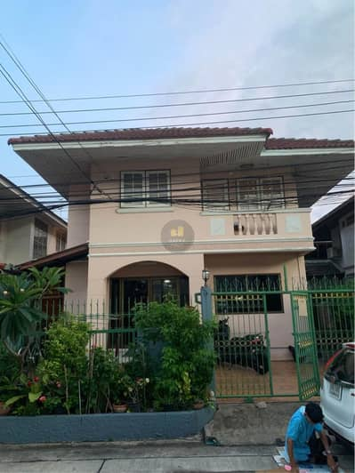 4 Bedroom Home for Sale in Phra Khanong, Bangkok - H587HH-House for sale 2 storey detached , Soi Wachiratham Sathit 57 Intersection 26, good location. In front of the alley, there are seven lotuses, convenient to travel.