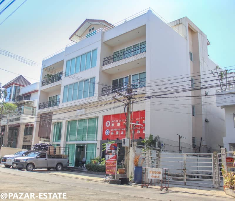 Cheap sale, 4-storey Town-in-Town office building with an elevator on an area of 2,000 sq m. , Commercial business district, Siwara Road, Phlappla Subdistrict, Wang Thonglang District, Bangkapi