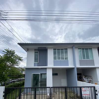 3 Bedroom Townhouse for Sale in Khlong Sam Wa, Bangkok - Townhouse in new condition, cheap price in Pruksa Ville Village 55 Ring Road-Ramintra.