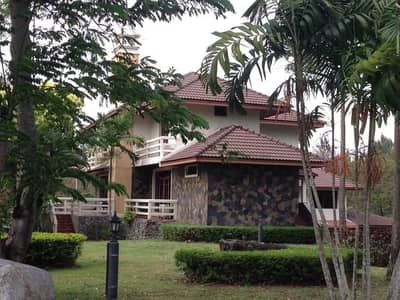 4 Bedroom Home for Sale in Muak Lek, Saraburi - House for sale in Sir Jame golf course, land size 2 and a half rai, located on the hillside.