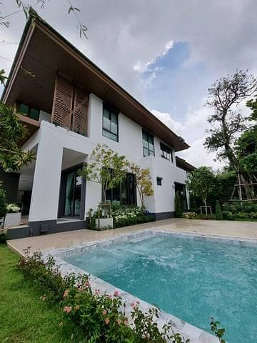 5 Bedroom Home for Rent in Ban Pho, Chachoengsao - 2 storey detached house for rent with swimming pool, fully furnished, price 380,000 baht, Prawet District, Phatthanakan Area, On Nut, Burasiri Village, Phatthanakan
