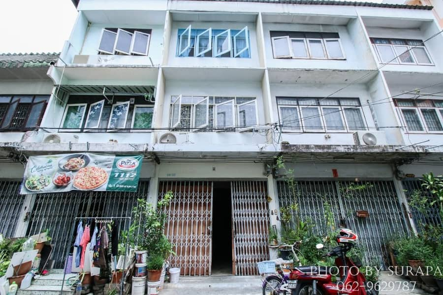 Commercial building for sale, commercial building, Soi Pradipat 19, good location, near BTS Saphan Khwai, suitable for trading, doing business or as a warehouse