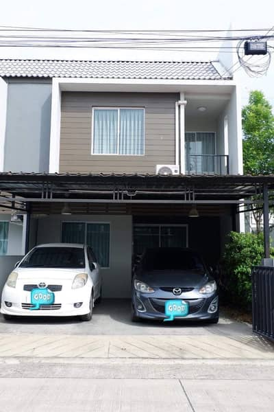 3 Bedroom Townhouse for Sale in Bang Na, Bangkok - Urgent sale ! The color Areeya, beautiful house, furniture and electrical appliances, ready to move in, easy access to many roads.